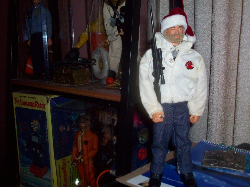 Pictures of your Action Men or Joe's in the Christmas spirit. - Page 3 209_9210