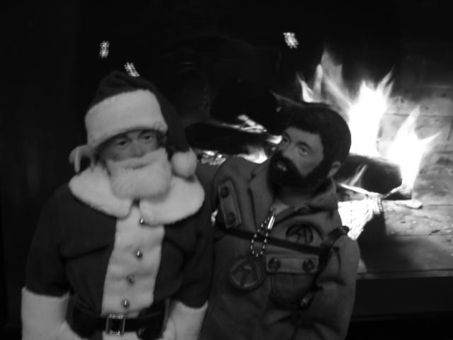 Pictures of your Action Men or Joe's in the Christmas spirit. - Page 3 Fotofl12
