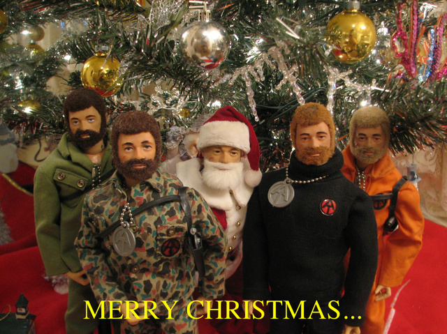 Pictures of your Action Men or Joe's in the Christmas spirit. - Page 3 Fotofl13