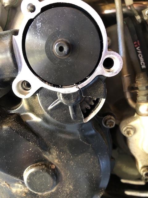 Cache carter allumage qui explose !!!! KTM 300 EXC Fullsi10