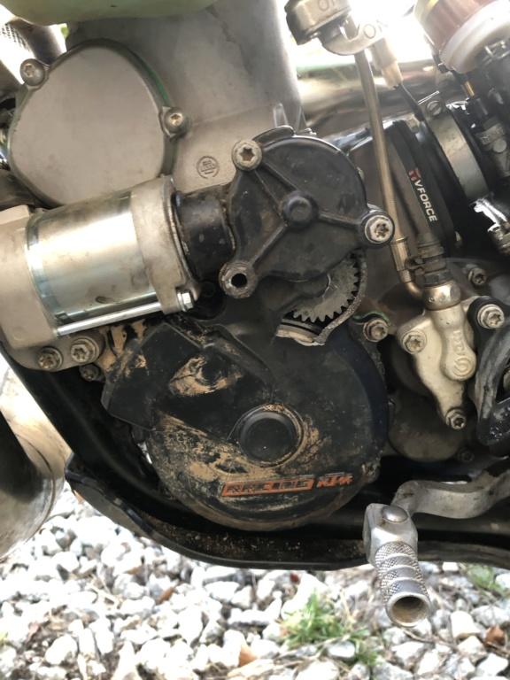 Cache carter allumage qui explose !!!! KTM 300 EXC Oxmtlr10