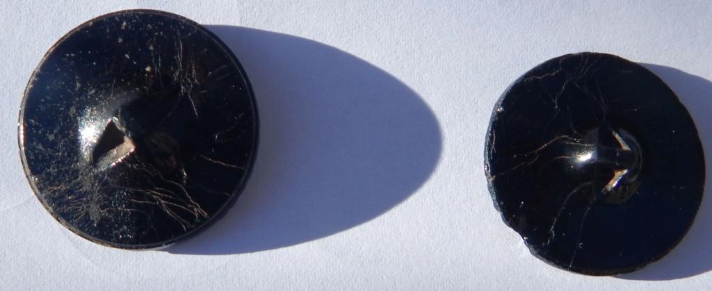 Boutons ciselés à motif floral en verre moulé pressé Dscn1114