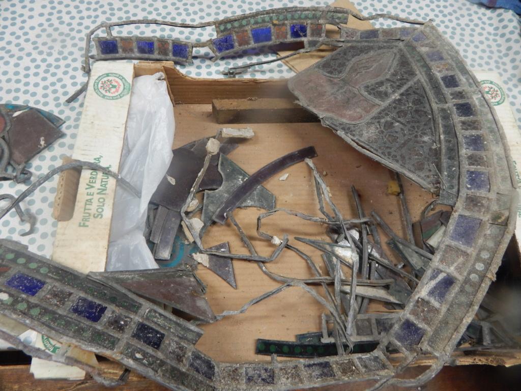 Morceaux de vitraux anciens Dscn8422