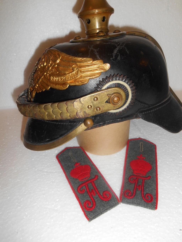 Estimation et authentification d'un casque à pointe de grenadier de la garde 62b7cd10