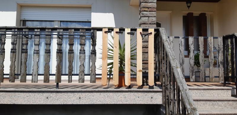 ENCORE UN TRUC A REFAIRE QUI A SOUFFERT AVEC LE TEMPS (balustrades du balcon) 20190732