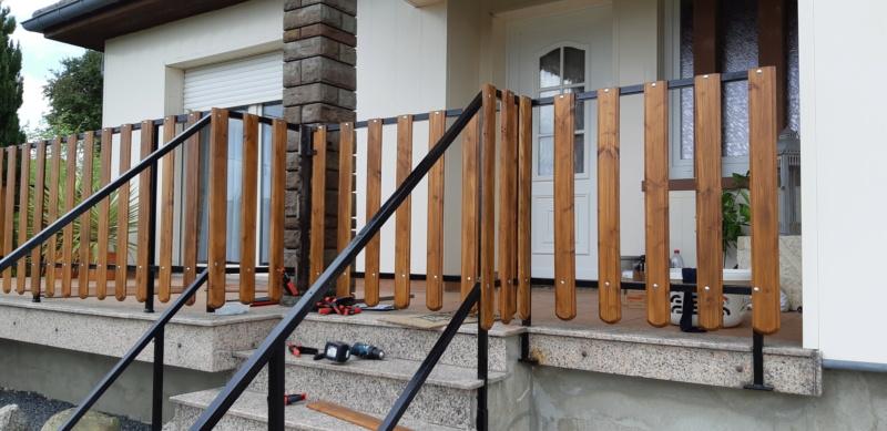 ENCORE UN TRUC A REFAIRE QUI A SOUFFERT AVEC LE TEMPS (balustrades du balcon) - Page 3 20190852