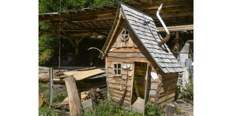 construction cabane de sorcière,  quelle colle pour bardeau bois?  - Page 4 Title-10