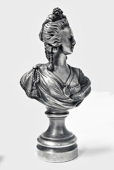 A vendre: bustes Marie Antoinette - Page 10 L2769d11