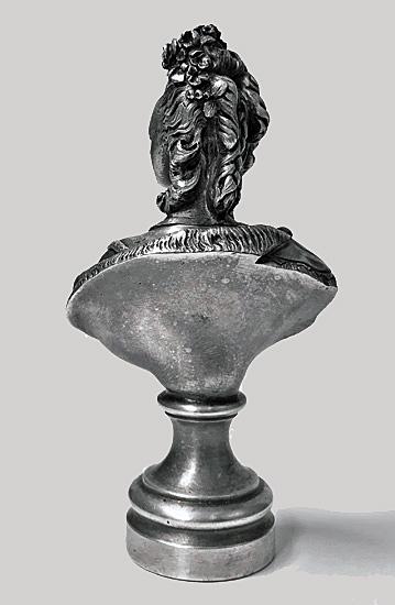 A vendre: bustes Marie Antoinette - Page 10 L2769d12