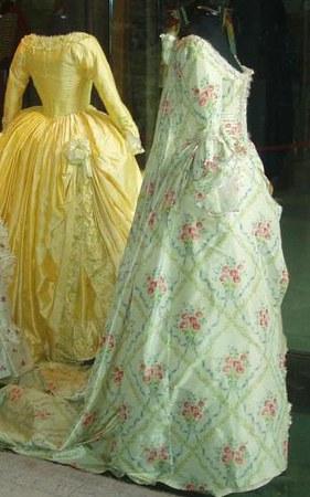 Les robes portées par les Marie Antoinette de nos écrans Milena10