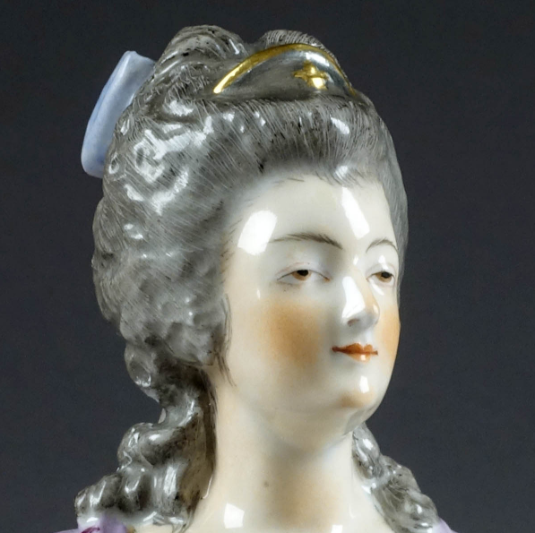 A vendre: bustes Marie Antoinette - Page 9 Zlougr10