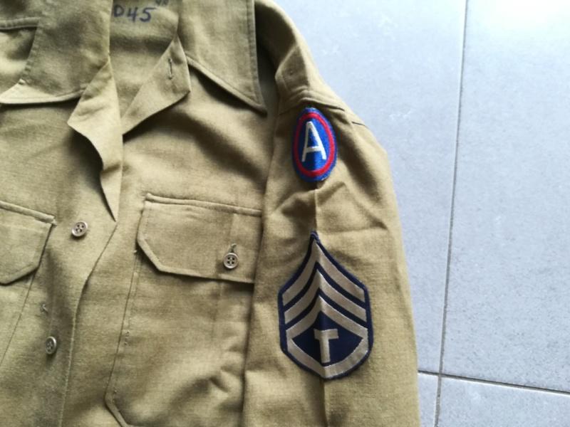 Insignes cousus d'époque ? Chemise 3rd Army Img_2094