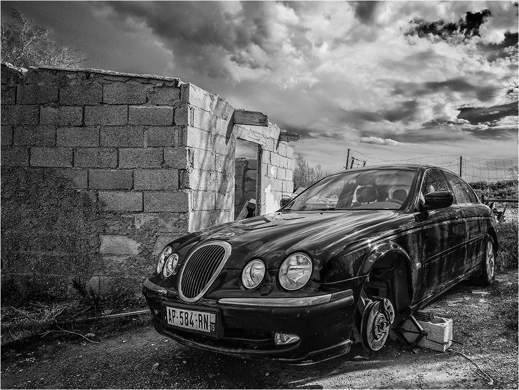 """"""" Sa voiture, sa villa...."""" _1170710"""
