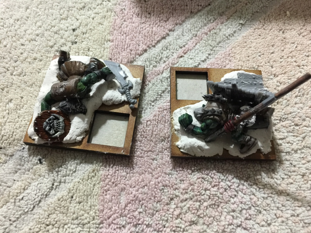 [CHERCHE] cadavres peaux vertes Marque10