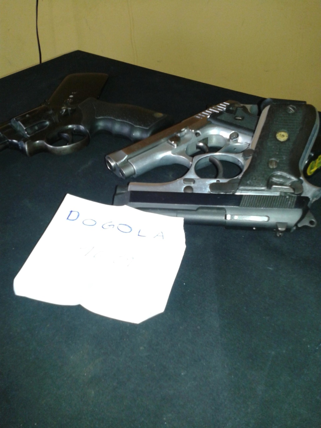 Photo's of mass murderer's weapons - Page 7 Dogola10