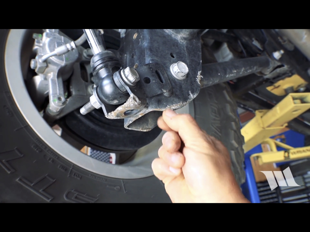 Fissaggio ammortizzatore posteriore D1c70210