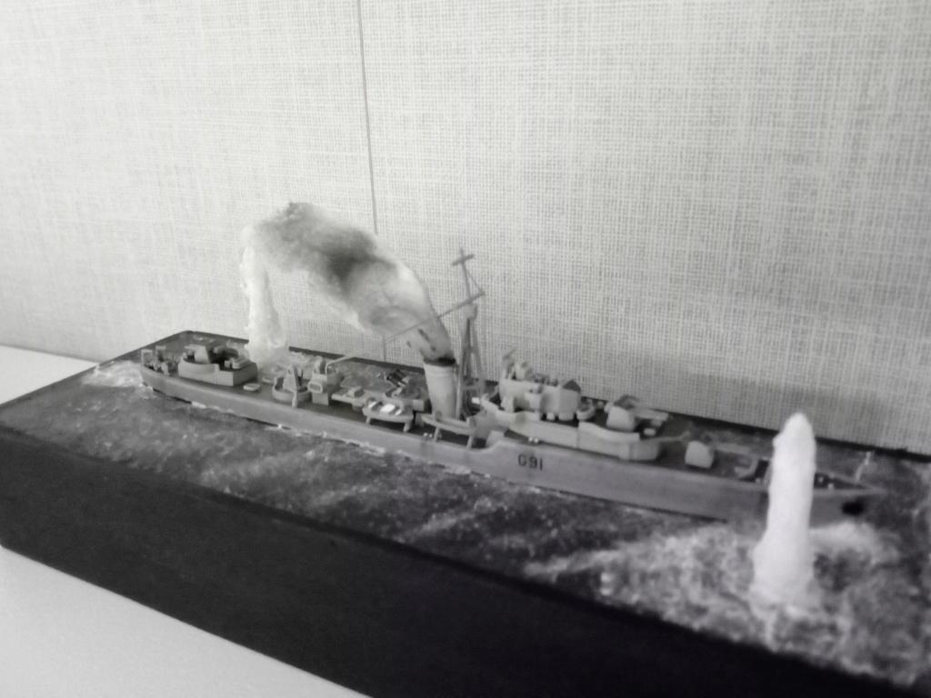 """HMS Kipling 1/700 """"sous les bombes"""" Img_2088"""