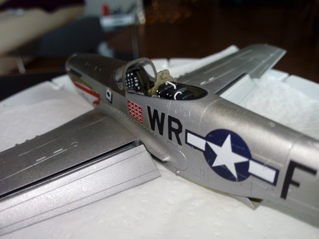 Mustang P51D 1/72 Academy Img_2129