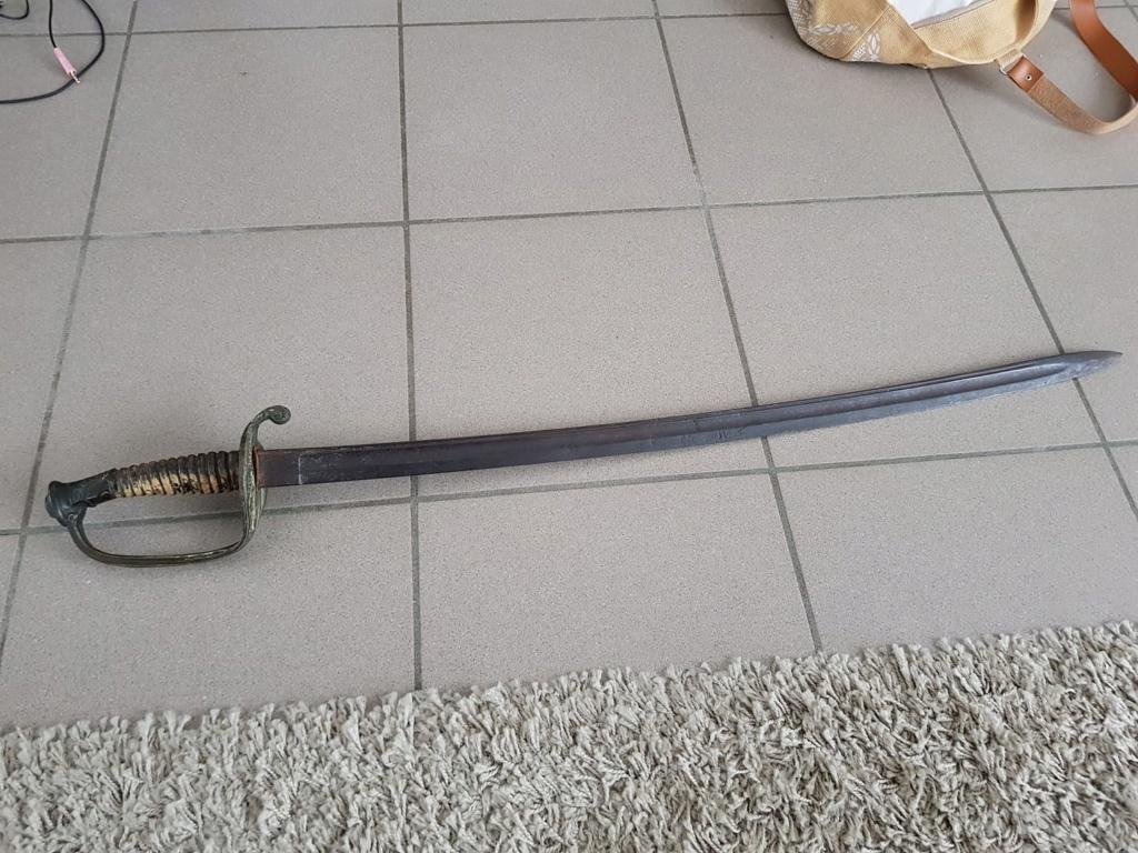 un sabre et une épée 110