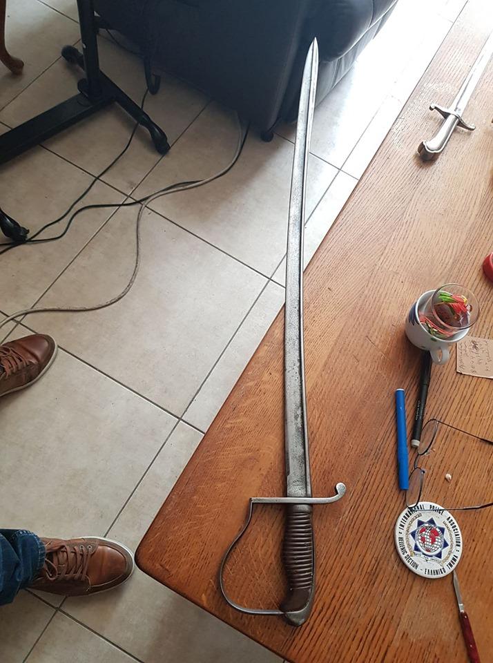 2 sabres  66060610