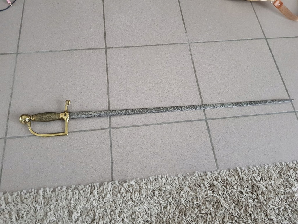 un sabre et une épée B10