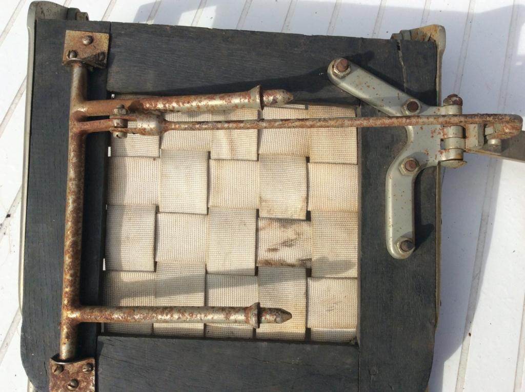 Barres ou coulissent siège et strapontin sur un trois places décalées Strapo21