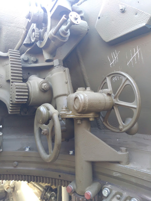 interieur d'un HMC M8 Intzor16