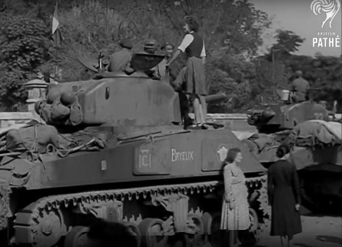 Cherche Photos Chars  L'ARTOIS 12eRCA - PAIMPOL II 12eCuir ? 1944-019