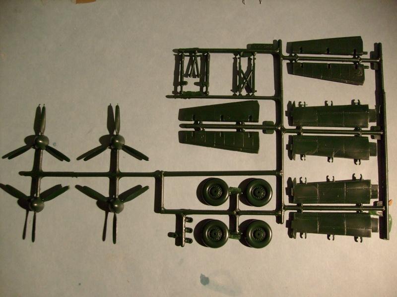 Comparatif AVRO LANCASTER B1 SPECIAL vs AVRO LANCASTER BIII DAM BUSTER 1/72èmeme S7302062