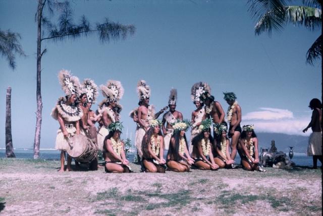 [CAMPAGNES C.E.P.] TAHITI - TOME 1 - Page 38 Un_jol10