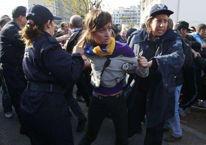 Quelques photos de la marche du 12 février 2011 - Page 2 16832210