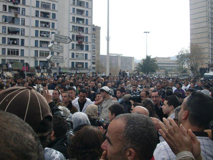 Quelques photos de la marche du 12 février 2011 - Page 2 16837510