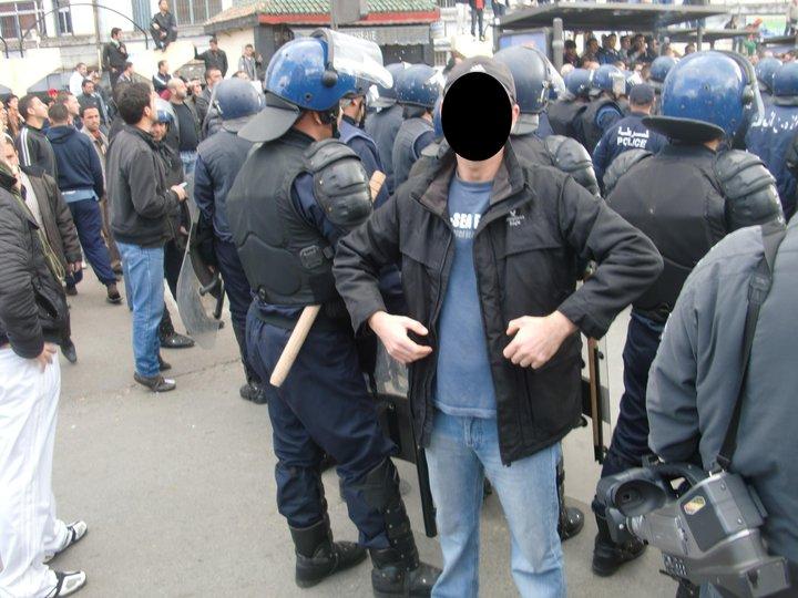 Quelques photos de la marche du 12 février 2011 - Page 2 16837512