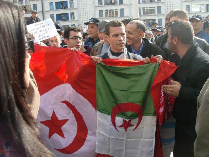 Quelques photos de la marche du 12 février 2011 - Page 2 17980610