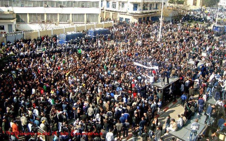 La grande manifestation pour le changement (Alger le 12/02/2011)  18153010