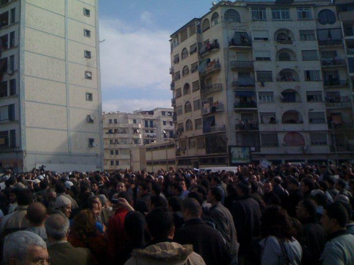 Quelques photos de la marche du 12 février 2011 - Page 2 18173110
