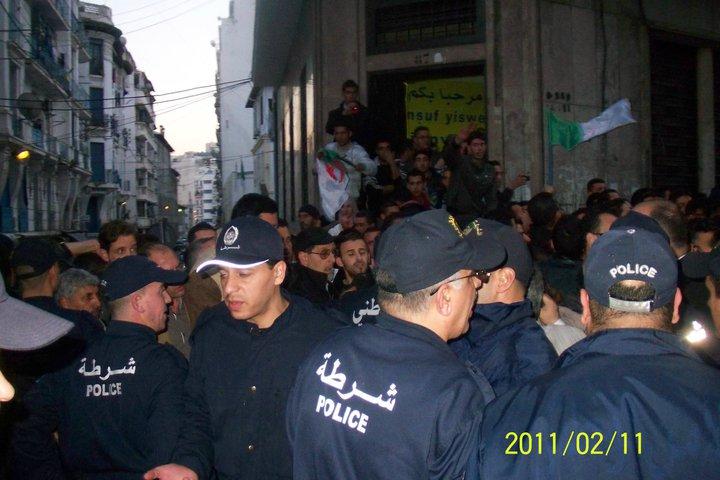 Quelques photos de la marche du 12 février 2011 - Page 2 18241710