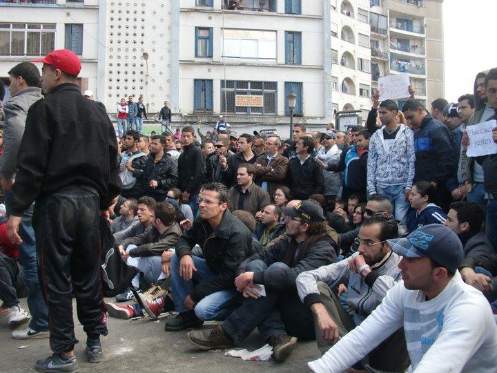 Quelques photos de la marche du 12 février 2011 - Page 2 18265510
