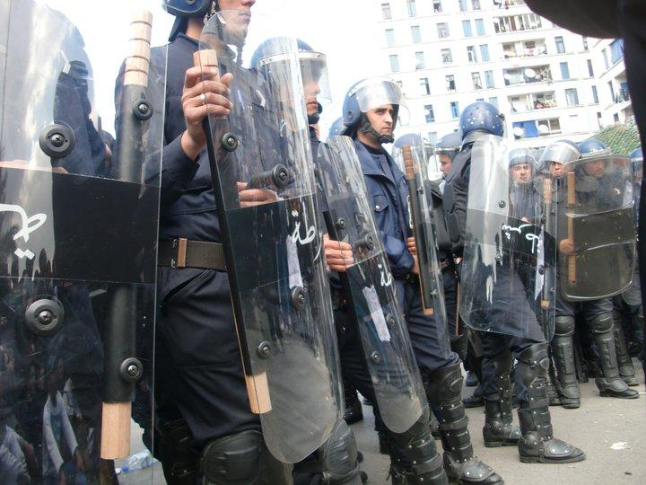 Quelques photos de la marche du 12 février 2011 - Page 2 18265511