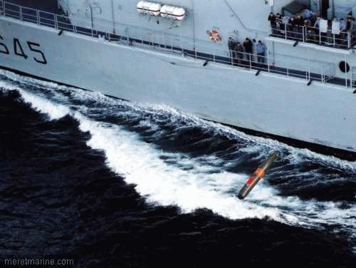 Une chasse au sous-marin sur la frégate Latouche-Tréville 353010