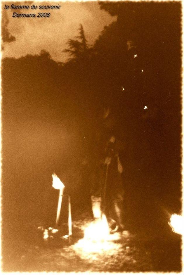 Arrivée de la flamme du souvenir à Quimper et transmission à Fouesnant Sans_t19