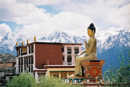 Les statues de Bouddha découvertes dans Google Earth - Page 7 A_boud12