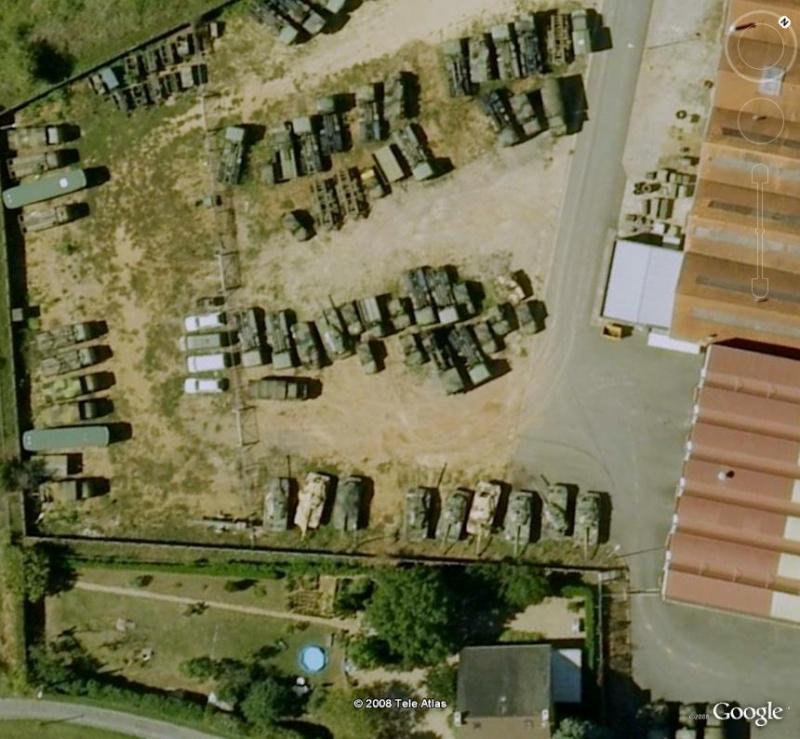 chars - Vieux chars à Poitiers - France A_char10