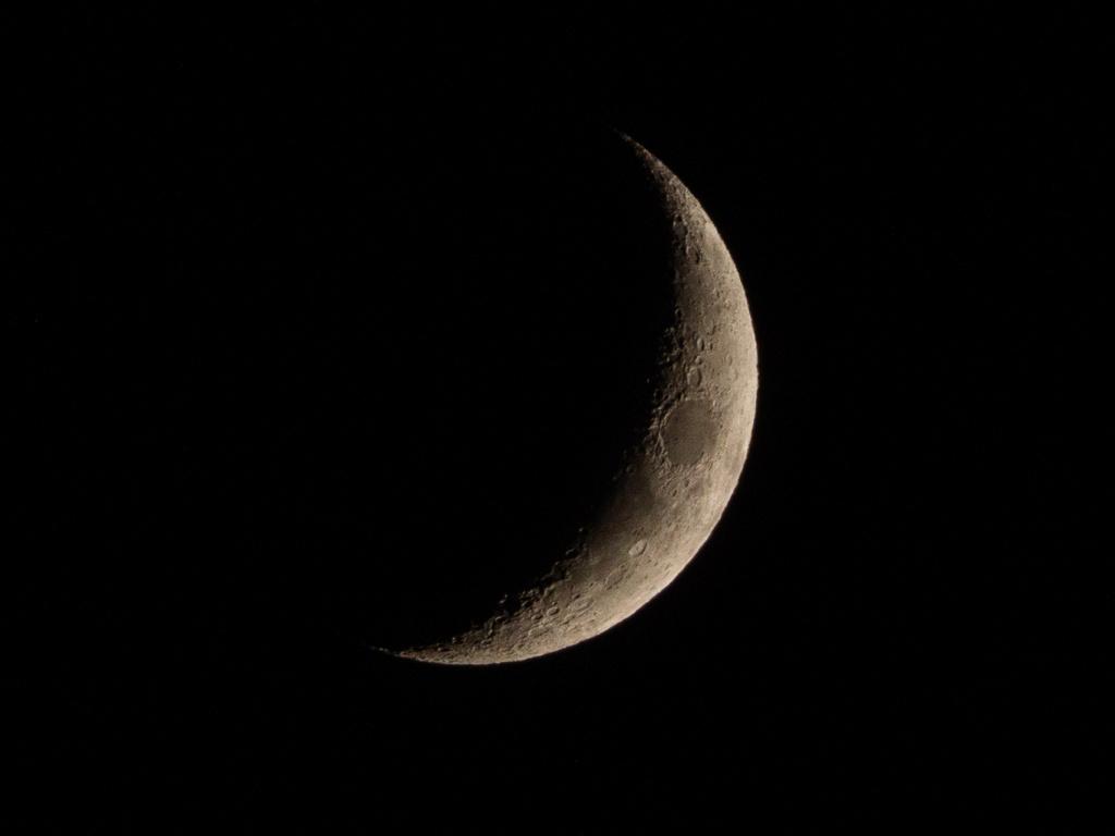 Essais Lune au 75-300 _c181210