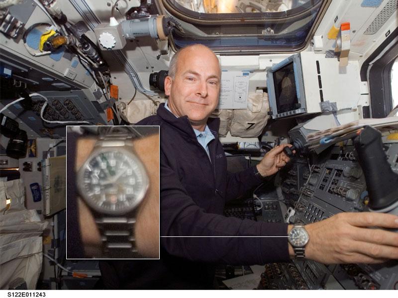 Les montres dans l'espace Space015