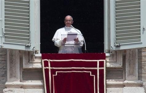 L'Angélus à Rome avec notre Pape François (vidéo) A-l-an10