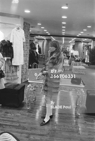 Les tenues étonnantes de Françoise Hardy - Page 2 16670610