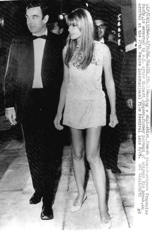 Les tenues étonnantes de Françoise Hardy - Page 2 Img00510