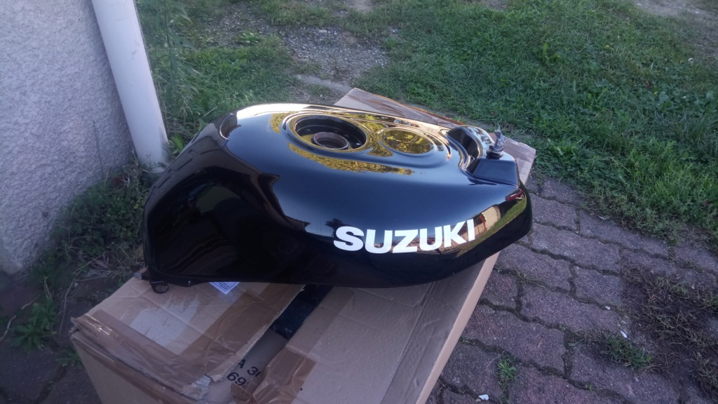 Suzuki GSX-R Slabside 750 (85-87) et 1100 (86-88) Sujet N°2 - Page 4 Dsc_2412