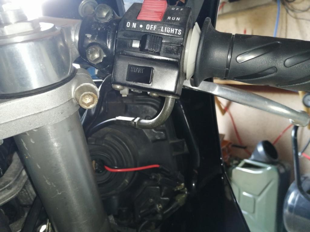 passage cable accélérateur 750 GSXR 1991 Img_2128
